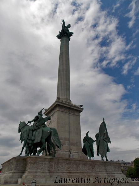 Monumentul Mileniului - Piata Eroilor.jpg