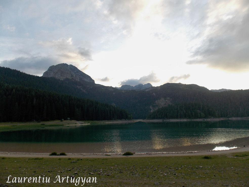 Crno Jezero la apus