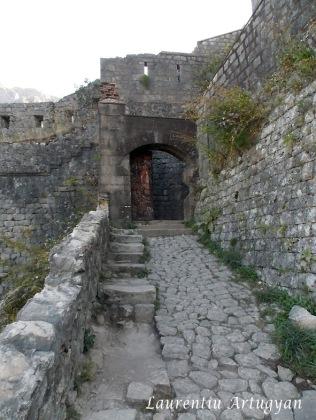 Poarta in cetatea Kotor