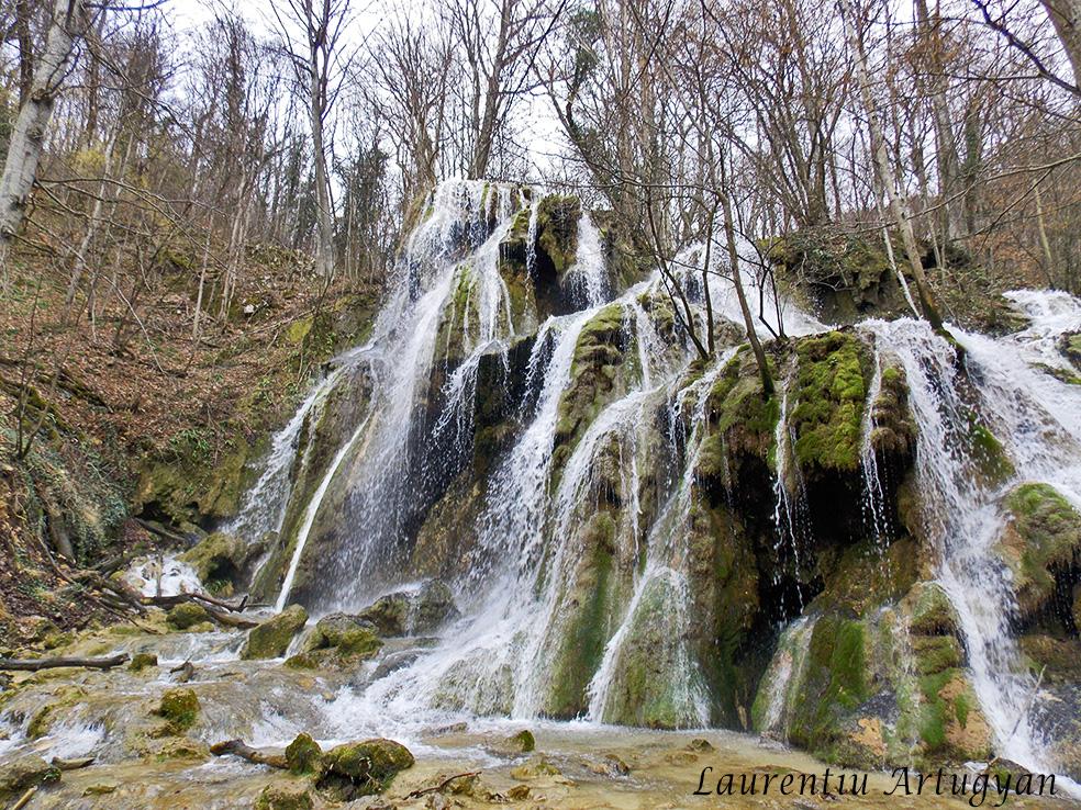 Cascada Beusnita cu apa