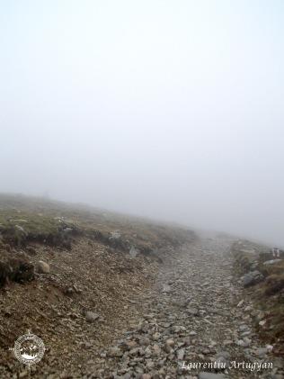 Poteca prin ceata spre Vf Tarcu