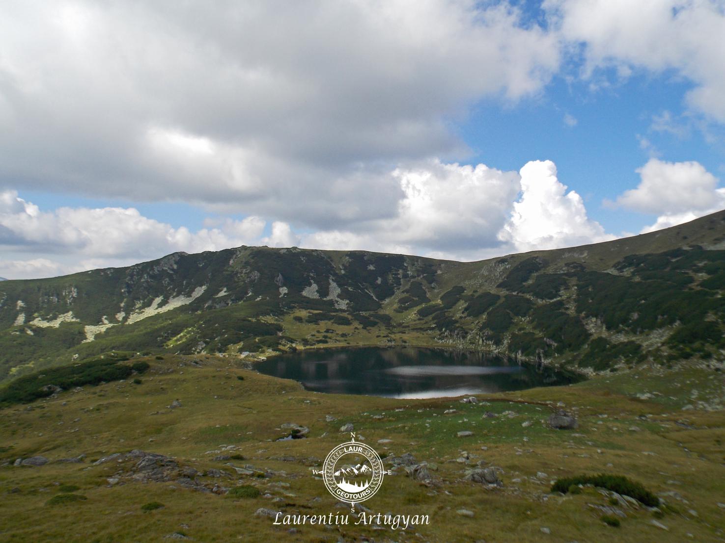 Lacul Zanoaga Muntii Retezat
