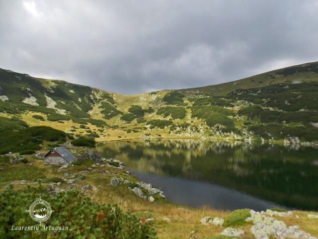 Lacul Zanoaga din Muntii Retezat
