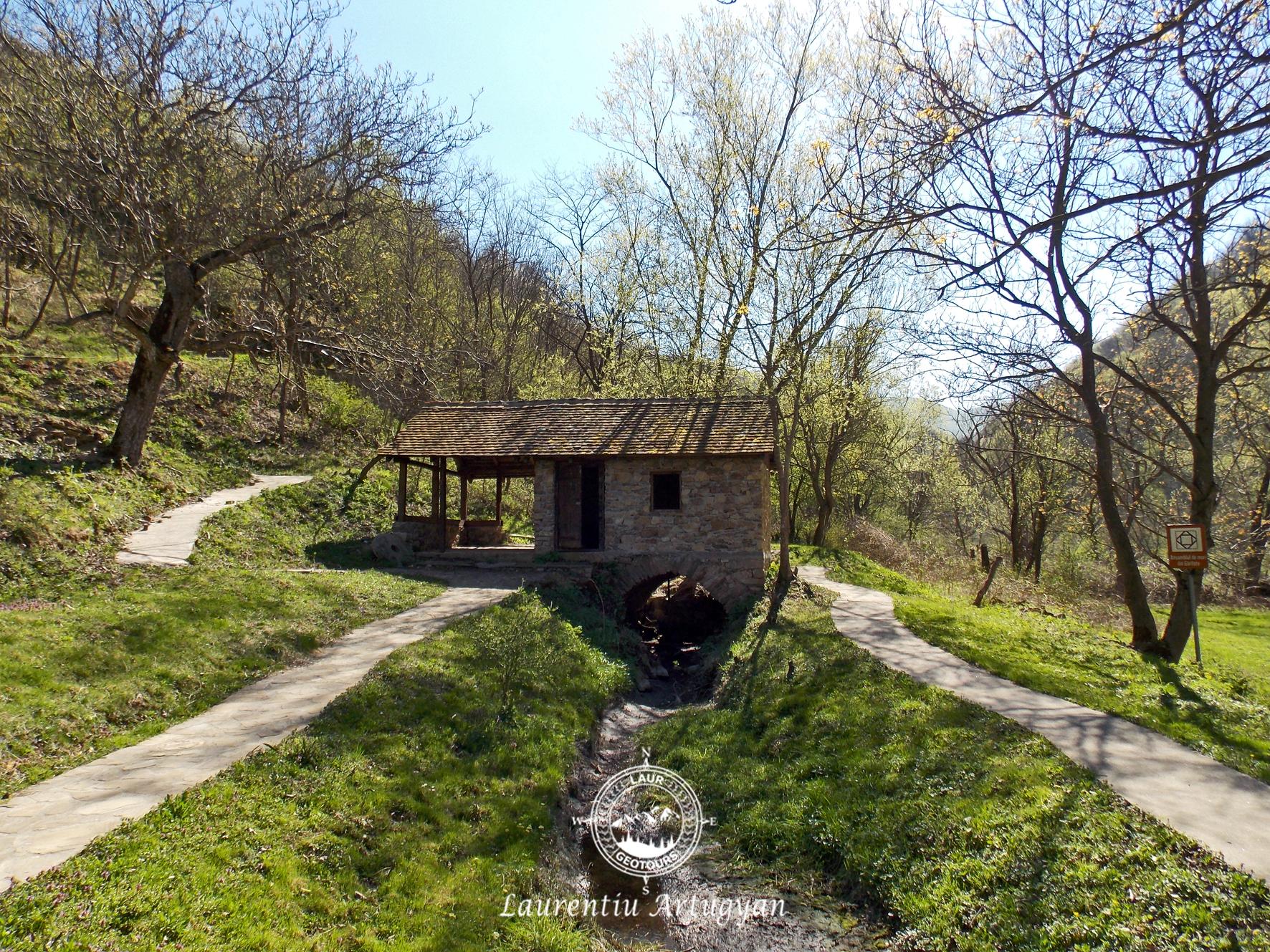Moara de apa in satul Garliste
