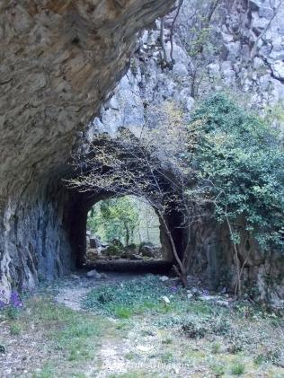 Tunel sapat in Cheile Garlistei